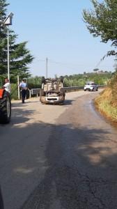 Incidente lungo la strada che porta a Pugliano e città senza acqua.
