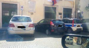 Continua l'epopea dei parcheggi incontrollati.